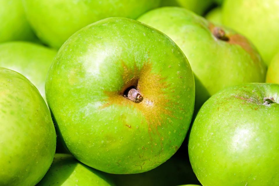 סלט בשר ישראלי ותפוחי עץ