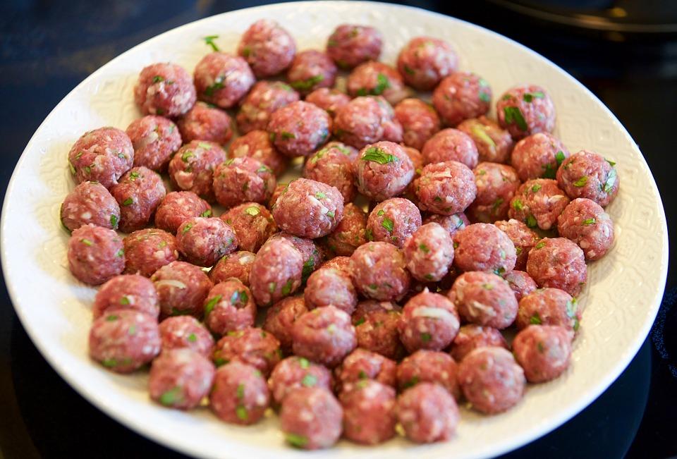 קציצות בשר ישראלי ברוטב עגבניות